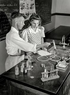 Shorpy Historic Picture Archive :: Personal Chemistry: 1943 high-resolution photo