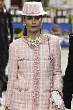 Going for Chanel Afternoon Tea Chanel Ready To Wear Fall Winter 2014 Paris