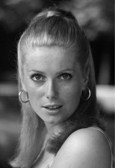 Catherine Deneuve Movies, Vintage Hairstyles, Pretty Hairstyles, Catherine Denueve, 60s Icons, Ethereal Beauty, French Actress, Director, Beautiful Actresses