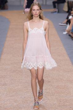 Chloé Spring 2016 Ready-to-Wear Fashion Show - Lina Berg (OUI)