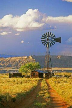 Old farm windmill. Country Barns, Old Barns, Country Life, Country Roads, Country Living, Farm Windmill, Windmill Decor, Old Windmills, Fotografia Macro