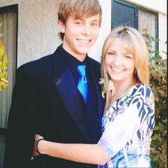 Rydel Lynch with Riker Lynch before he went to prom!