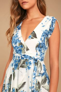 Take a jaunt through the gardens with the French Countryside White Floral Print High-Low Dress! Floral print high-low dress with a surplice bodice and cute cap sleeves. Trendy Dresses, Casual Dresses, Work Dresses, Floral Dresses, Glamorous Evening Gowns, Plus Clothing, Sequin Party Dress, Beautiful Dresses, Wrap Dress