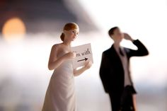 Super FUNNY cake topper! Photography by docuvitae.com