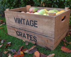 wooden crate/box. caja madera. kitchen. cocina. decoration. decoración. storage. almacenaje. vintage . fruit. fruta