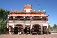 Google Image Result for http://upload.wikimedia.org/wikipedia/commons/8/83/Imperial-hotel-ravenswood-outback-queensland-australia.JPG