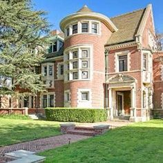 American Horror Story house. Yes, I would love to live there.