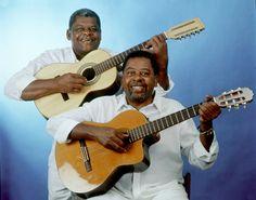 Pena Branca e Xavantinho - Dupla caipira formada pelos irmaos Jose Ramiro Sobrinho (Pena Branca) e Ranulfo Ramiro da Silva ( Xavantinho).Pesquisa Google