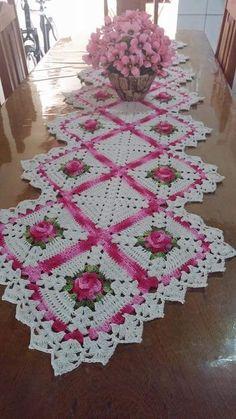 Just beautiful crochet table runner Filet Crochet, Beau Crochet, Thread Crochet, Cute Crochet, Crochet Motif, Beautiful Crochet, Crochet Patterns, Crochet Kitchen, Crochet Home