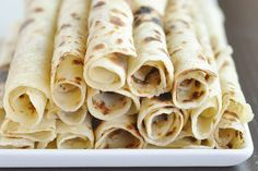 Flatbread Recipe: Norwegian Potato Lefse Recipes from The Kitchn Several ways to eat this.my favorite is spread butter, sprinkle sugar, roll and EAT, NUMMMMM Potato Lefse Recipe, Potato Bread, Potato Pancakes, Norwegian Food, Norwegian Recipes, Norwegian Lefse Recipe, Vintage Cake Stands, Vintage Cakes, Gastronomia