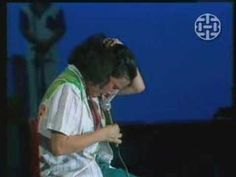 Brazilian singer Elis Regina loses herself completely in the emotion of the song, Atras da Porta. This is artistry at its best.