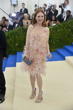 Met gala 2017 (Julianne Moore vestindo Calvin Klein)