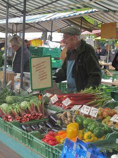 Bürkliplatz Market in Zürich   Dienstag und Freitag 06.00h - 11.00h