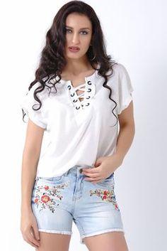 Detayları Göster Bağcık Yaka Beyaz T-Shirt