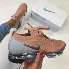 Uploaded by Pleasing TT Eye. Find images and videos about nike and sneakers on We Heart It - the app to get lost in what you love. Cute Sneakers, Sneakers Nike, Tennis Sneakers, Bodybuilding Tattoo, Nike Roses, Sneakers Fashion, Fashion Shoes, Basket Style, Tn Nike