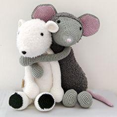 Haakpatroon ijssbeer Davie en muis Febee #haken #haakpatroon #amigurimi #gehaakt #knuffel #crochet #crocheting #crochetpattern #ijsbeer #muis