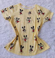 Lote de roupas femininas com valor abaixo do custo 70 peças.