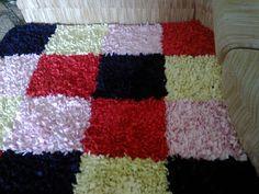 Faça você mesmo um Lindo Tapete para o seu Banheiro e para sua Casa com Toalhas Velhas e Retalhos de Tecido! / DIY Rag Rug / Homemade Bath Mat