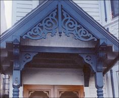 Gable - note brackets from porch posts in front and perpendicular - would they be at midpoint or bottom of roofline? House Trim, House Siding, Facade House, Victorian Porch, Victorian Homes, Interior Handrails, Painted Lady House, Gable Trim, Gable Decorations