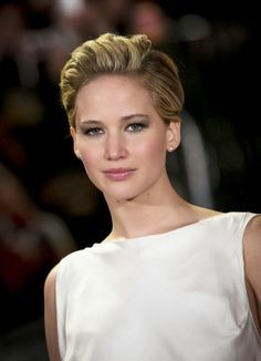 Jennifer Lawrence's pushed-back pixie at the #Oscars | hair ...