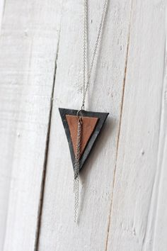 Leather triangle shaped necklace flipped by morningboutique, € - Leather Necklace, Diy Necklace, Diy Earrings, Leather Jewelry, Leather Craft, Beaded Jewelry, Handmade Jewelry, Unique Jewelry, Necklaces