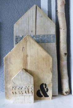 Modern rustic - old boards as decor - grouping of house shaped reclaimed boards Scaffolding Wood, Shape Reclaimed, Deco Nature, Miniature Houses, Home And Deco, Little Houses, Mini Houses, House In The Woods, Modern Rustic