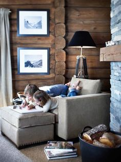 Stockholm Vitt – Interior Design: Rustic Cabin Look for Fall – cozy home comfy Chalet Interior, Home Interior, Modern Interior Design, Interior Ideas, Interior Inspiration, Cabin Furniture, Rustic Furniture, Cabin Homes, Log Homes