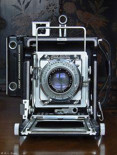 Antique Cameras, Old Cameras, Vintage Cameras, Nikon Film Camera, Camera Gear, Cheap Film Cameras, Gopro, Classic Camera, Camera Obscura