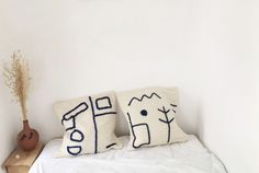 handmade pillows   100% wool from Morocco handmade embrodery with blue wool size 60cm-60cm white zipper