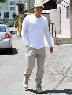 Brad Pitt looks white hot after a quick lunch on a sunny day in Los Angeles. http://www.people.com/people/gallery/0,,20812671,00.html#30148233