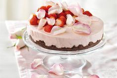 Strawberry Cream Cakes, Piece Of Cakes, Something Sweet, Desert Recipes, Cute Food, Food Inspiration, Food To Make, Cravings, Sweet Tooth