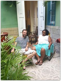 Raquel con turistas. Home, Havana