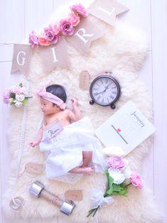ニューボーンフォト Monthly Baby Photos, Baby Girl Photos, Newborn Photography Poses, Newborn Baby Photography, Newborn Pictures, Baby Pictures, Pregnancy Scrapbook, Baby Tattoos, Baby Portraits