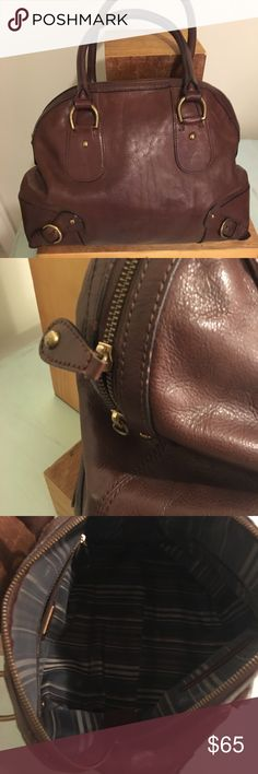 Banana Republic Brown Leather tote Beautiful Dark Chocolate Brown Leather tote from Banana Republic  Good condition  Missing one Leather tab on zipper but it will come inside the purse so it will be easy to fix at shoe repair shop Banana Republic Bags Totes