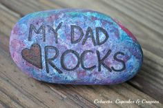 My Dad Rocks Paperweight - Great last-minute gift ideas for toddlers and pre-schoolers to collaborate on! Simple, FREE, and yet oh so meaningful for the father to receive!