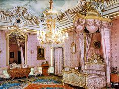 La cámara de la reina Ena ( Victoria Eugenia) en el Palacio Real de Madrid