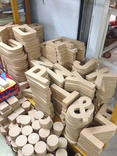 baka lang may mangailangan ng big cardboard letters as props for your wedding / prenup you can find one sa may market, market  The stall is located near andeng's toy store in market market daw. :) got this photo from a n@wie who shared it sa n@w.