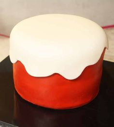 How to do a wavy fondant overlay on a cake. Come see the step-by-step picture tutorial on how you can achieve this cake decoration. Fondant Tips, Fondant Icing, Fondant Tutorial, Fondant Cakes, Cupcake Cakes, Fondant Recipes, Cake Recipes, Bolo Frozen, Frozen Cake