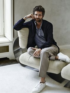 Discover the world of Berluti. Shoes, ready-to-wear and bespoke, leather goods. Find the stores addresses or shop-on-line Berluti Men Fashion Photoshoot, Photography Poses For Men, Bedroom Photography, Portrait Photography, Kinfolk Style, Joseph Dirand, Smart Casual Men, Business Portrait, Foto Pose