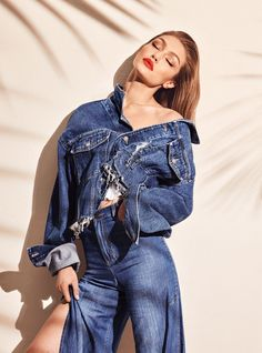 Gigi Hadid looks simply stunning as she models a range of looks in new campaign shots from her Maybelline collection, one of which sees the beauty perfect a classic red lip and smokey eye Gigi Hadid Looks, Gigi Hadid Style, Gigi Hadid Photoshoot, Gigi Hadid Outfits, Editorial Denim, Editorial Fashion, Toni Garrn, Vogue, Gigi Hadid Modeling