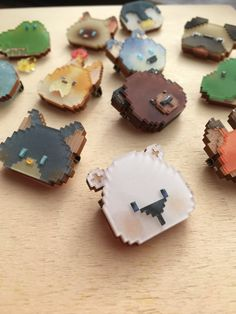 Diy And Crafts, Crafts For Kids, Paper Crafts, Diy Shrink Plastic Jewelry, Wooden Keychain, Shrink Art, Laser Cut Jewelry, Plastic Art, Cute Polymer Clay