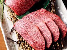 この12軒さえおさえておけば無敵!? 2015年版、焼肉番付(1/2)[東京カレンダー] 東京食肉市場卸問屋直営店 焼肉 乙ちゃん  東京食肉市場で38年間食肉問屋を営む乙川畜産食品㈱の運営する焼肉店。牛のブランドや産地にはあえてこだわらず、品質重視で且つリーズナブルなお値段で料理を提供する。人気は盛り合わせ。その日入荷した希少部位もおすすめ。