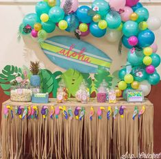 fiesta-hawaiana-tropical Fiesta infantil tropical #tropical #party #fiestasinfantiles Luau Theme Party, Hawaiian Party Decorations, Aloha Party, Party Fiesta, Hawaiian Luau Party, Moana Birthday Party, Hawaiian Birthday, Luau Birthday, Birthday Party Decorations