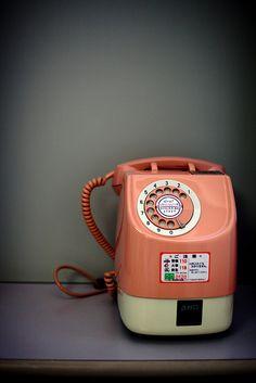 Телефон vintage phones, vintage telephone, gadgets, old phone, japan trav. Look Vintage, Retro Vintage, Vintage Stuff, Telephone Retro, Retro Phone, Vintage Phones, Old Phone, Best Phone, Japanese Culture