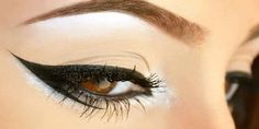 Cat eye makeup might be yesterday's news, but the double wing and Egyptian eyeliner are just making their grand debut. See these 8 eyeliner ideas to freshen up your look. Cat Eye Makeup, Natural Eye Makeup, Natural Eyes, Blue Eye Makeup, Makeup For Brown Eyes, Punk Makeup, Natural Beauty, Double Winged Eyeliner, Smokey Eyeliner