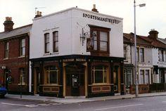 The Sportsmans Resr, Copnor. Now a house and flats. Portsmouth Pubs, Portsmouth England, Cities, Buildings, Bridge, Photographs, Public, Rest, Houses