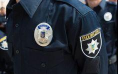 Полицейские скрывались от патрульных и въехали в столб http://ukrainianwall.com/ukraine/policejskie-skryvalis-ot-patrulnyx-i-vexali-v-stolb/  24 июля ночью полицейские врезались в дерево, пытаясь скрыться от патрульных. Об этом сообщает патрульная полиция Харькова. За рулем автомобиля Mitsubishi Lancer было трое полицейских — сотрудник районного отделения полиции