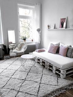 35 Unique and Cheap Pallet Sofa Ideas To Inspire You Home Decor Oturma Odası Pallet Sofa, Diy Pallet Furniture, Home Decor Furniture, Pallet Beds, Cool Teen Bedrooms, Teen Bedroom Designs, Amazing Bedrooms, Bedroom Small, Minimalist Bed Frame