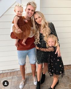 Cole, Savannah, Everleigh and Posie Cole And Savannah, Savannah Rose, Savannah Chat, Cute Family Pictures, Cute Kids Photos, Family Photos, Family Outfits, Cute Outfits, Sav And Cole