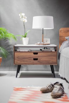 Nightstand Bedside table with two drawers in solid Walnut / Oak wood board and on top Carrara marble - Wood Ideas Bedroom Furniture, Diy Furniture, Furniture Design, Bedroom Decor, House Furniture, Plywood Furniture, Marble Nightstand, Night Table, My Room